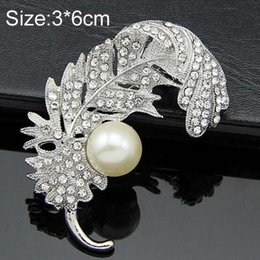 Wholesale indian fashion wear - Vintage Fashion Rhodium Plated Pretty Feather Shaped Crystal Brooch Hot Selling Women Buckle Pin Exquisite Pearl Lady Hijab Wear Pin