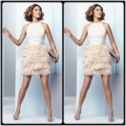 2019 sexy mini vestido de plumas 2018 Mini Pink Prom Dresses con plumas Skirt Sexy Halter Neck Backless Prom Dress para Juniors Short Cocktail Party Gowns sexy mini vestido de plumas baratos