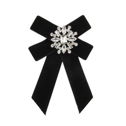 Wholesale Big Knot Tie - New Suit's Brooches Pins Big Ribbon Bow-knot Elastic String Pearl Bow Tie Collar Dress Fashion Jewelry Wedding Accessories