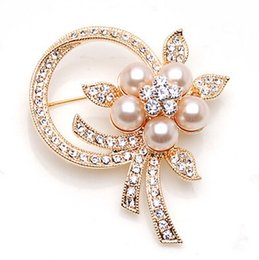 Wholesale Silk Scarf Wholesale China - New fashion Korean pearl Set auger metal brooches Noble temperament women coat cute brooches Silk scarves brooches XXZ