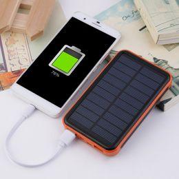 Yeni 100000 mAh Su Geçirmez Taşınabilir Güneş Enerjisi Bankası Çift USB Solar Charger cep telefonu için tinyaa nereden güneş pilleri şarj cihazları tedarikçiler