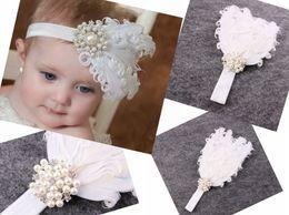 152a16c42 1 unid bebé Blanco rizado plumas elástico suave Diadema Rhinestone de la  Perla para Niña Accesorios para el Cabello Recién Nacido Bautismo Hairband  Foto ...
