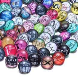 Boutons de couleur multicolores en Ligne-50 pcs / lot Multicolor Mixed Love Thème Snaps Boutons Charme En Verre Snap Bijoux Bracelets Fit 18mm Snaps DIY Bijoux KZHM084