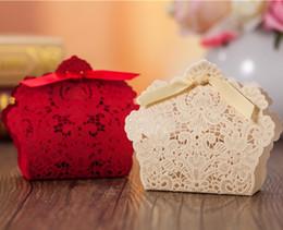 2019 goldstrumpfhalter Auf Lager 2015 lasergeschnittene goldrote Papierbevorzugungskästen-Süßigkeitstaschen mit Krawatte Hohlmusterbevorzugungshalter, die Zubehör heiraten günstig goldstrumpfhalter