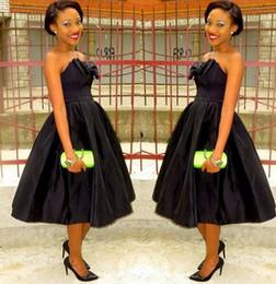 Sin tirantes negro Formal Prom Vestidos de noche Tea-length Bow Tafetán Talla grande nupcial Fiesta Vestidos de cóctel Árabe Nigeriano barato 2015 desde fabricantes