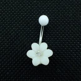 2019 anneaux de nombril en plastique Haute qualité Fashion Belly Button Anneaux Acier inoxydable Bar White Plastics Fleur Navel Body Piercing Bijoux anneaux de nombril en plastique pas cher