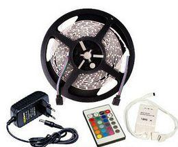 Por metro online-5 metros por rollo RGB LED luz de tira SMD 3528 300 LEDs 12 voltios 60leds / m No impermeable 24 teclas Control remoto 2A Adaptador de corriente 5m 12V CE