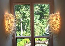 Diseños de productos únicos online-Nuevos productos Diseño exclusivo Arte Lámparas de pared de vidrio Color blanco Decoración de bodas LED Luces de pared 100% a mano Soplado Escaleras de vidrio Apliques de pared