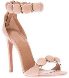 Scarpe celebrità online-Sandali con tacco alto Celebrity di marca chic per il design Scarpe da sposa con cinturini a T in pelle scamosciata decorati neri nudi