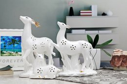 Wholesale Ceramic Ornament - 2016 Jingdezhen ceramic deer Chinese porceiain products enamel three deer family art and craft home decoration gift for weding