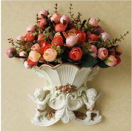 Resina ecologica online-Vaso di fiori da parete in resina anti-europeismo con decorazione in argento, con bordo dorato, tre rami di fiori artificiali tie-in sale2015