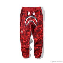 Pantalones morados de hip hop online-Nuevos hombres de algodón de tiburón Camo Causal pantalones hombres Casual azul rojo púrpura camuflaje monopatín Hip Hop pantalones sueltos Streetwear