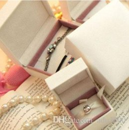 Wholesale Small Pendant Gift Boxes - Wholesale New Fashion Beige Small Gift Box Nylon 5*5*4cm Jewelry Boxes For Charms Bracelets Necklaces Beads Pendants Earings