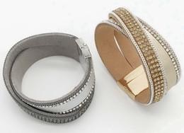Zwei Reihen PU Leder Strass Magnetische Armband Multi Farben Gekreuzte Wildleder Snap Armband Prebeauty Original Neues Design Für Frauen B1031-1 von Fabrikanten