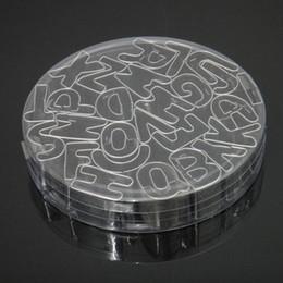 Cortadores de cookie letras on-line-26 pçs / set Letras Forma Do Alfabeto de Aço Inoxidável Fondant Cookie Biscuit Bolo Mold Cutter Com Caixa De Armazenamento ZA5162
