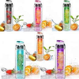 Flasche füllen online-2015 heißer 700 ml Radfahren Sport Obst Infundieren Infuser Wasser Zitronenschale Saft Fahrrad Gesundheit Umweltfreundliche BPA Detox Flasche Flip Deckel