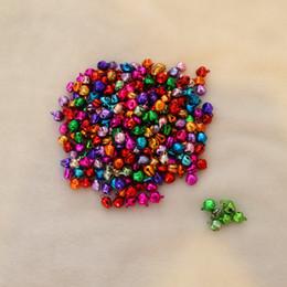 2019 metall weihnachtsglocke ornamente 100 teile / los 8mm Mischfarbe Metall Jingle Bells Christbaumschmuck Dekoration Weihnachten Bell Kostenloser Versand Party Dekoration rabatt metall weihnachtsglocke ornamente