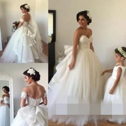 Wholesale Dress Long Arm - 2016 Wedding Dresses with Detachable Train Sweetheart Beaded Bodice Spring Wedding Gowns Vintage Ball Gown Wedding Dress with Veil Arm Bands