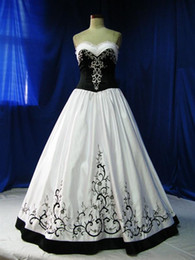 Wholesale Black Princess Line Dress - New Vintage Black And White Wedding Dresses Floor Length Sweetheart Wedding Dress With Embroidery Princess A Line Ball Wedding Gowns Sale