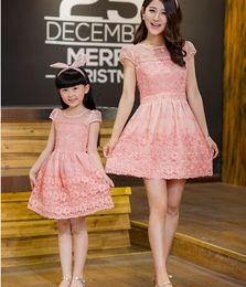 Wholesale Großhandels Mutter und Tochter Kleid stellt Art und WeiseSommer Familie zusammenpassende Ausstattungen Prinzessin Same Dress Family gestickte Kleid Sätze ein