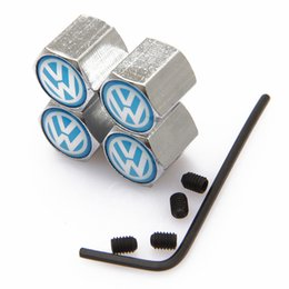 I tappi valvola pneumatici blu online-Tappi antipolvere VW antifurto con chiusura a chiave Cappucci coprivalvola con logo auto Distintivi Emblemi VW blu con scatola al minuto SZYX-0020