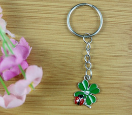 Wholesale Vintage Metal Animal Jewelry - 50PCS Vintage Green& Red Enamel Charms Ladybugs Eat Leaves Key Chain For Keys Car Key Ring Souvenir Couple Handbag Jewelry P1623