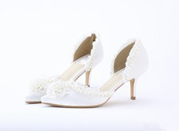 Wholesale Sweet Princess Bride Wedding Dress - Sweet Lace Wedding Shoes Handmade Pearl Bride Shoes Princess Satin Party Dress Shoes Wedding Banquet Shoes