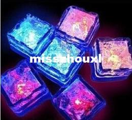 éclairage d'ambiance bricolage Promotion Décoration de Noël Flash Ice Cube WaterActived Flash Led Light mis dans l'eau boisson Flash automatiquement pour les barres de mariage de fête