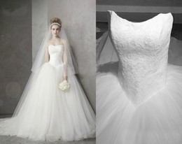 Wholesale Big Train Chapel Wedding Dress - Big Discount Strapless Neckline Lace Tulle Ball Gown Wedding Dresses Chapel Train Bridal Party Gowns 2015 Real Image