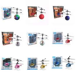 rc mini helicóptero envío gratis Rebajas 9 estilos Air RC Flying Ball Drone Helicopter Ball Iluminación LED integrada para niños adolescentes Volantes coloridos