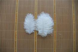 Penas de avestruz para casamentos on-line-Atacado 100 pcs 5-8 polegada de penas de avestruz BRANCO para peça central do casamento decoração CASAMENTOS partido fornecimento de mesa festiva FORNECIMENTO