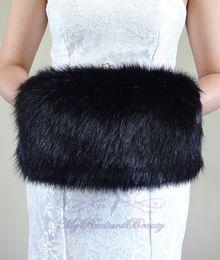 Migliori pellicce di faux online-Best Quality Faux Fur Winter Hand Muff Avorio Bianco Nero Rosso Colore economici Scaldamani da sposa Scaldamani Accessori da sposa