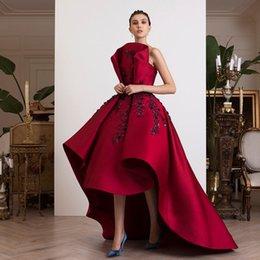 vestidos de quinceañera Desconto Red High Low Prom Vestidos Strapless Pescoço Frisado Vestidos de Noite Uma Linha Vestidos De Fiesta Cetim Trem de Varredão Appliqued Vestido Formal