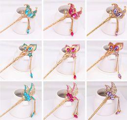 Horquillas de mariposa vintage online-Diseño chino Vintage horquilla chapado en oro Crystal Butterfly Hair Sticks tocados nupciales de la joyería de la boda pernos de pelo
