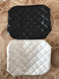 Wholesale elegant clutches - HOT sale! Fashion makeup bag famous logo quilted cosmetic case luxury party makeup organizer bag elegant toiletry clutch bag 2 color