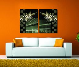 Покраска деревянный дом онлайн-2 шт. Бесплатная доставка украшения дома краска на холсте Печать ночь Бруклинский мост деревянный пирс Колизей Эйфелева освещение улица дом город