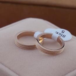 2019 anéis de rocha escalando Hight anel de qualidade no mesmo parágrafo fosco amantes 14 K Rose Gold Titanium Anel Anel de Casamento no anel banhado a presentes