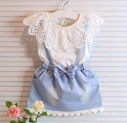 equipamento coreano do bebê do estilo Desconto Estilo coreano New Summer Baby Girl Verão Lace Hollowed T-shirt + Denim Suspender Saia Crianças Roupas Outfit Set