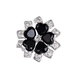 Wholesale Brooches For Women Fashion Lovely Black Flower Silver Plated Carve Crystal Brooches Pins Wedding Party Gift Crystal Rhinestone brooches