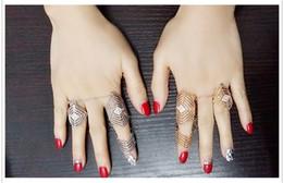 anillo de diamantes de cristal swarovski 18k Rebajas Estilo punk chapado en oro y plata con tres anillos borla cadena hueco rhinestone unirse anillo para mujeres accesorios