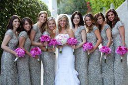 Modest 2018 vaina lentejuelas de plata vestidos de dama de honor de manga corta larga longitud de piso fruncidas novias vestido de dama de honor por menos de $ 100 Puls desde fabricantes