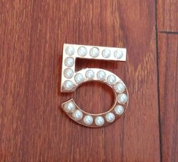 Wholesale Cc Brooch Wholesale - Fashion CC Brooch Pin Generous Pearl Brooch Pin Scarf Pin Top Fashion N5 CC Brooch For Women