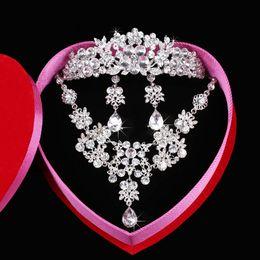Wholesale Diamond Tiara Silver - Fashion Silver Plated Necklace Earrings Tiaras Sets Rhinestone Wedding Accessories luxury crystal pearls Bridal Jewelry Set
