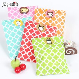 Wholesale Valentine Packages - 25pcs candy bag wedding favor bags Valentine 's Day paper Bag Gift Packaging Wedding Party decoration Even Party Supplies