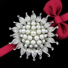 Wholesale vintage wedding costume jewelry - Hot sale Vintage Silver Tone Faux Pearl&Crystal Flower Pin Brooch Wedding Costume Broach Jewelry Free shipping