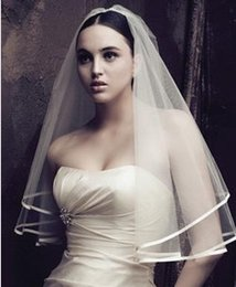 Wholesale Edge Pictures - Cheap White Ivory Bridal Veils One Layer in Stock Wedding Veils with Ribbon Edge Elbow Length Veils Real Picture