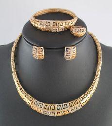 2019 ringe armbänder china Top-Qualität afrikanischen Modeschmuck Set vergoldet voller Strass Halskette Armbänder Ohrringe Ringe Set günstig ringe armbänder china