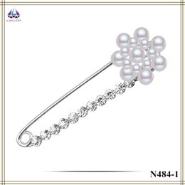 Wholesale Pearl Clear Coat - Latest Design Brooches For Coats Real Plantinum Plating Flower Shape Pearl Brooch With Clear Zircon Hot Sale