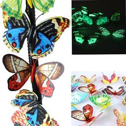 Decorazioni di natale delle farfalle online-Carino 7-9 cm 3D artificiale farfalla Luminoso Magnete del frigorifero Decor per la casa Event Party Supplies Natale Decorazione di nozze