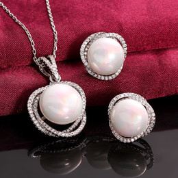 Wholesale Pierced Earring Chain - Weddings Jewelry Set Necklace & earrings Original Round Pearl New Best Quanlity White golden s056